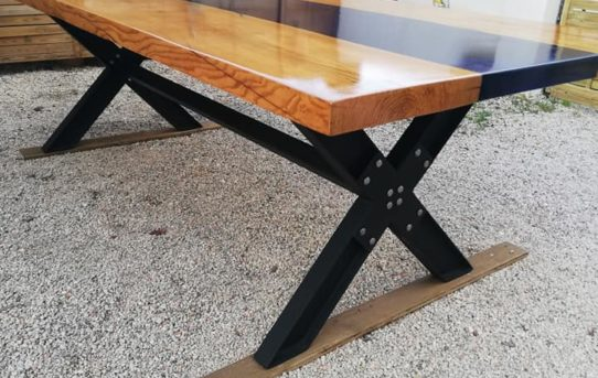 Table repas riviere epoxy